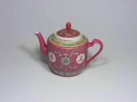四合壺(粉彩) Tea Pot Tall